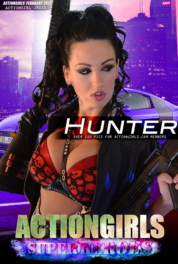 naked-action-girl-jesse-as-the-hunter