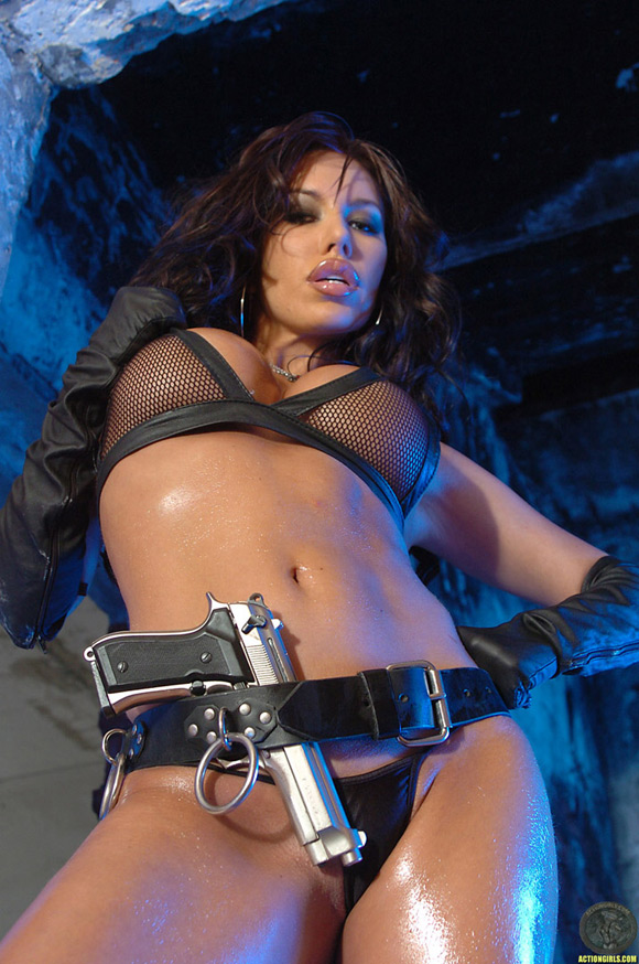 naked-action-girl-kobe-kaige-as-a-leather-babe
