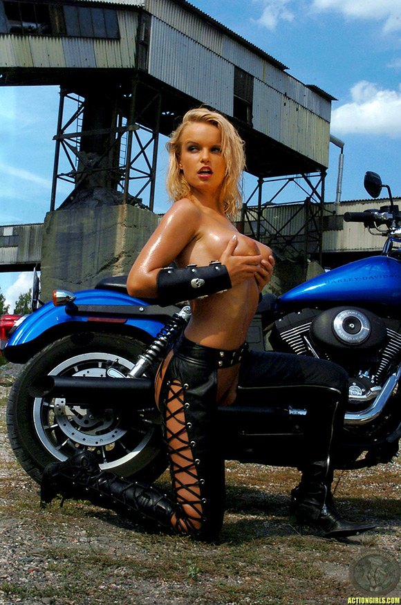 naked-action-girl-nancy-lane-as-a-biker-babe