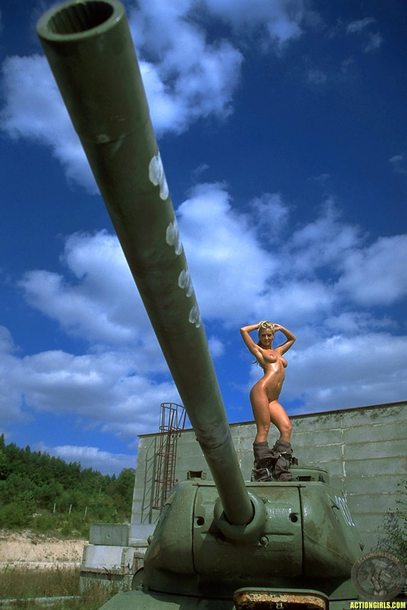 naked-action-girl-silvie-thomas-as-a-patriot-babe
