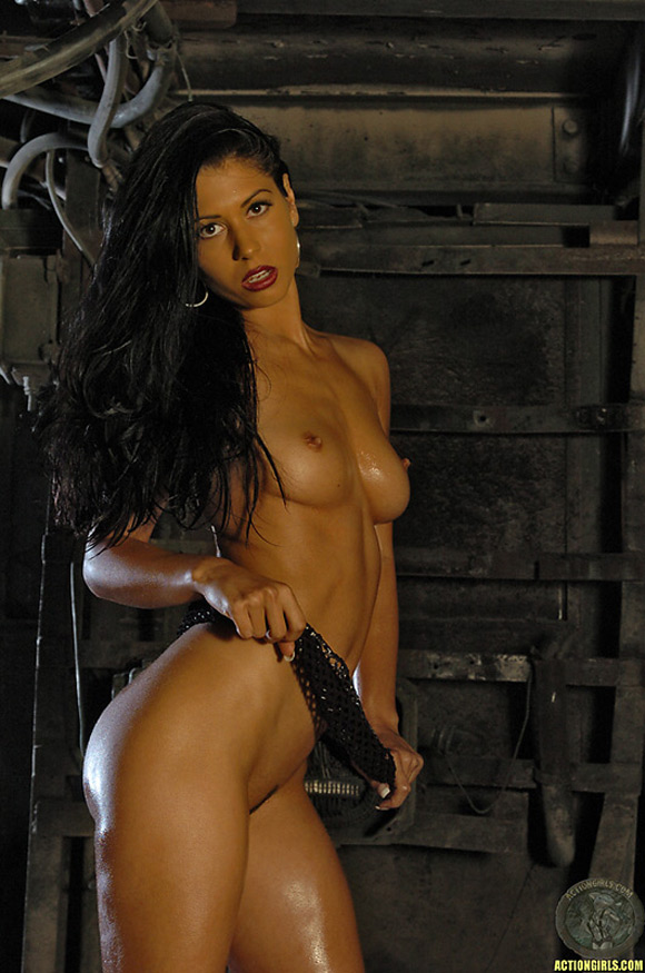 naked-action-girl-nadine-in-perfect-tan-babe