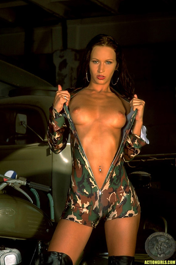 naked-action-girl-susana-spears-in-action