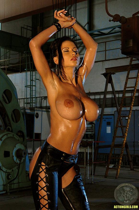 naked-action-girl-veronica-zemanova-as-a-deadly-assassin