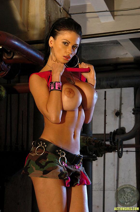 naked-action-girl-veronica-zemanova-as-naked-supermodel