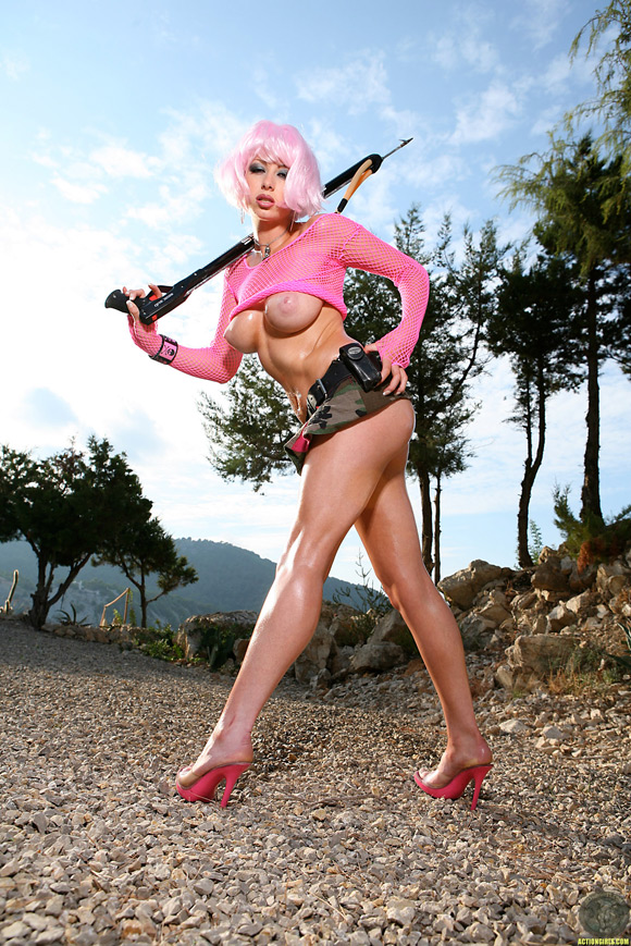 naked-action-girl-christy-in-exclusive-pink