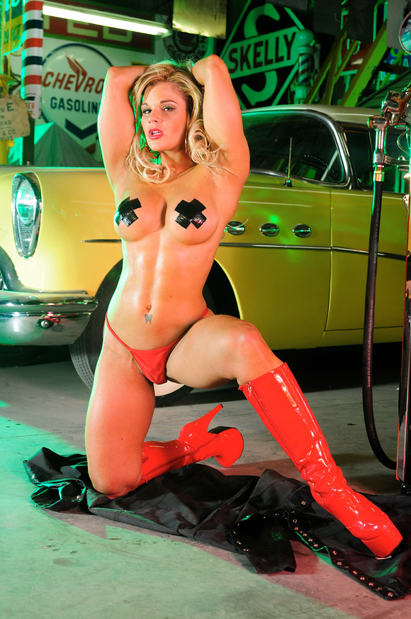 naked-action-girl-fit-michelle-in-action