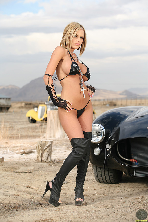 naked-action-girl-jenny-p-in-car-action