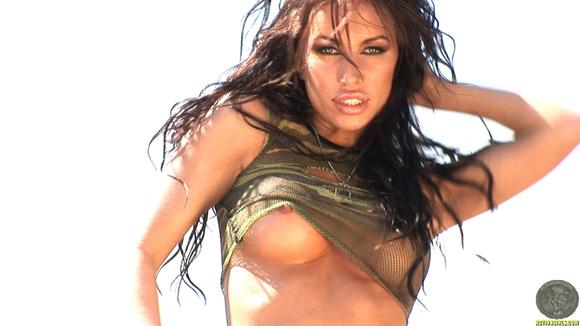 naked-action-girl-kobe-kaige-in-action