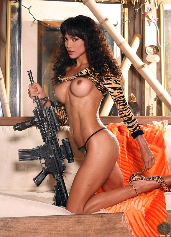 naked-action-girl-paige-in-assault-rifle-babe