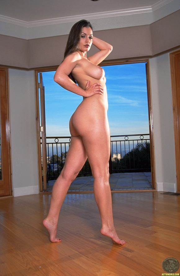 naked-action-girl-aria-giovanni-in-action