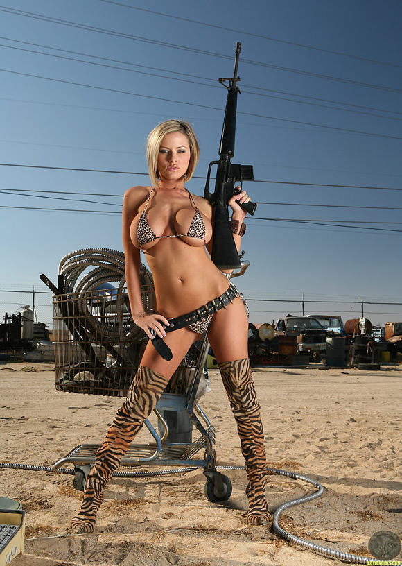 naked-action-girl-jenny-p-as-apocalypse-survivor
