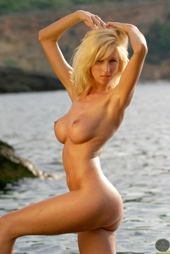 naked-action-girls-as-blonde-mercenaries