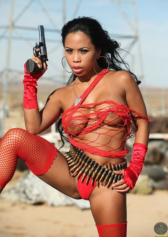 naked-action-girl-genevieve-as-a-mercenary