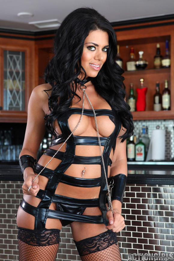 naked-action-girl-carol-in-leather-action