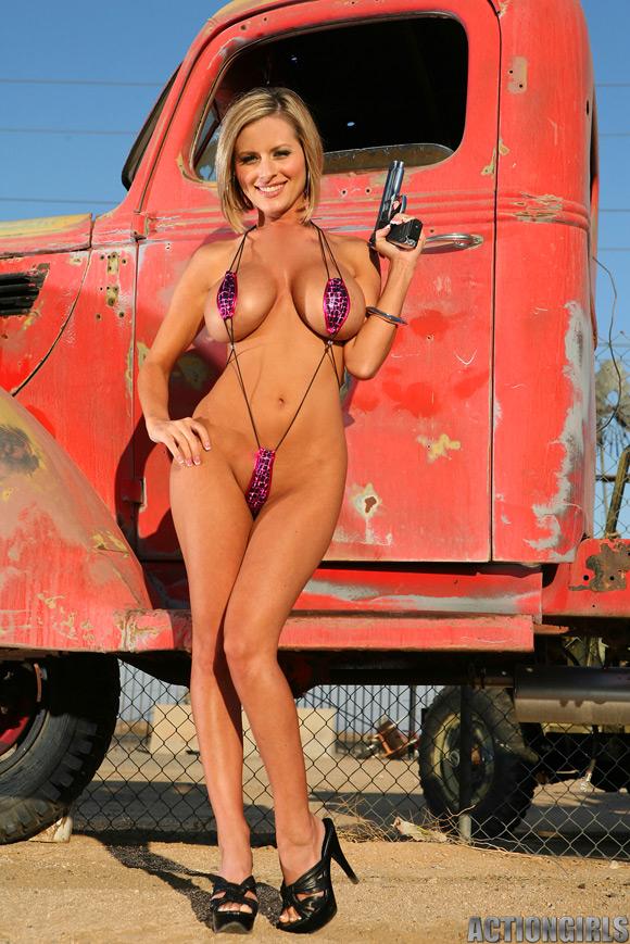 naked-action-girl-jenny-p-in-mini-bikini