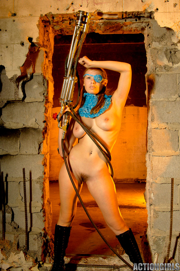 naked-action-girl-sarah-as-a-mercenary