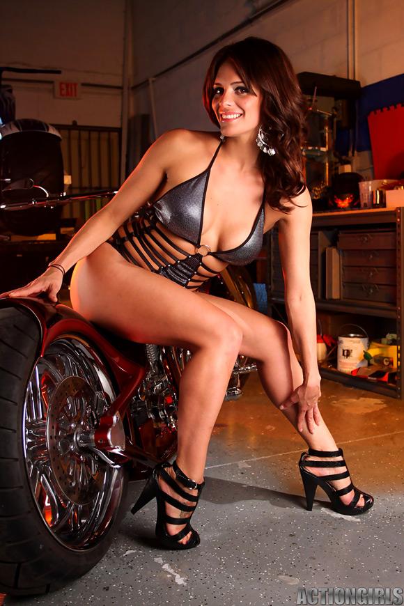 naked-action-girl-monica-as-a-mercenary