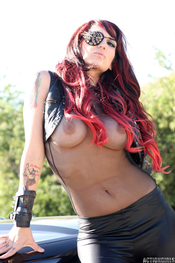 naked-action-girl-renata-as-a-mercenary