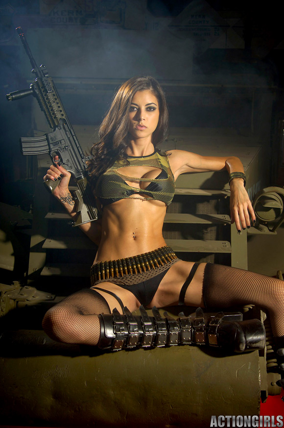 naked-action-girl-leeanna-as-a-mercenary