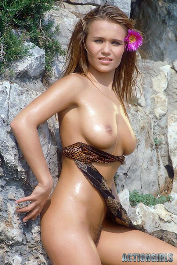 naked-action-girl-jane-sanchez-in-enjoying-nature