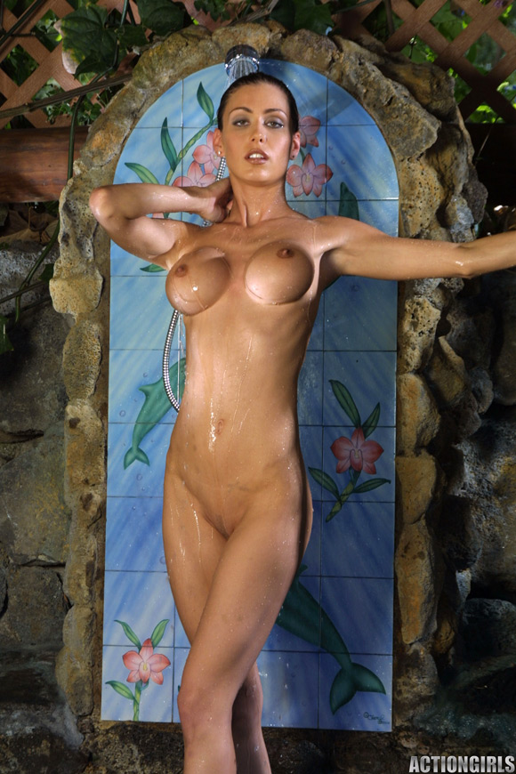 naked-action-girl-jessica-in-taking-a-shower