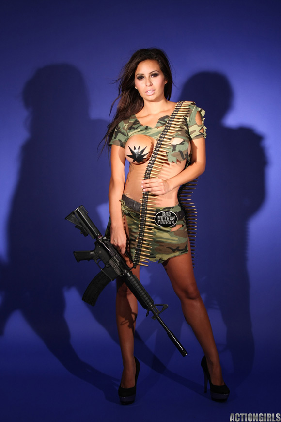 naked-action-girl-rachel-as-a-hot-army-babe