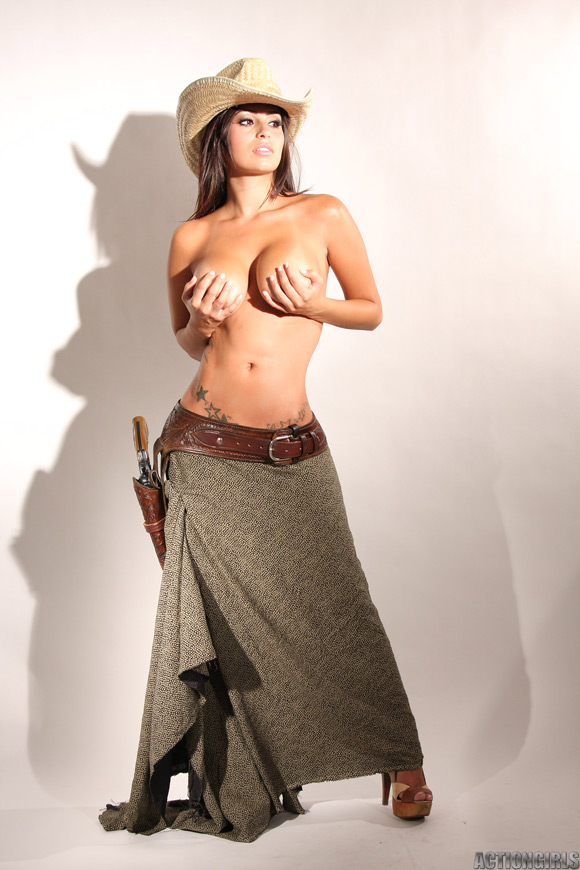 naked-action-girl-rachel-as-a-western-babe